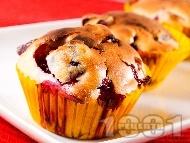 Вкусни домашни мъфини / малки кексчета с череши в хартиени кошнички (формички)